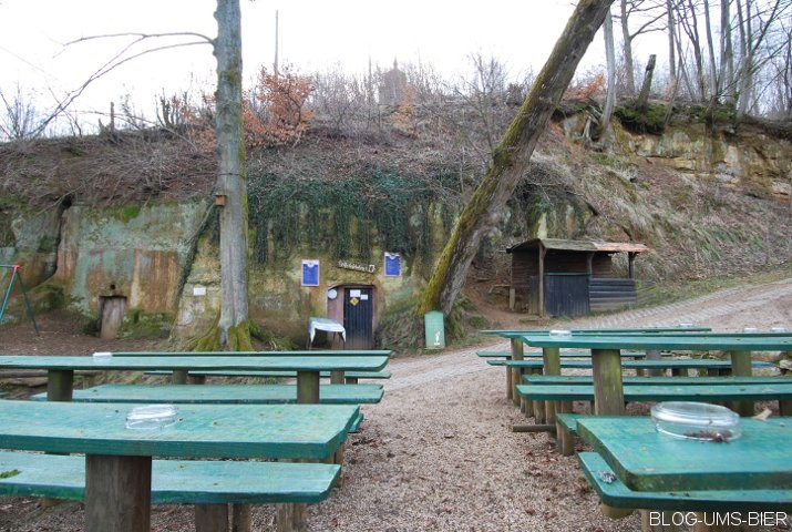 reifenberger_keller_spielplatz_eingang_grill.jpg